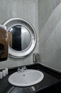 Detaliu din toaleta domnilor