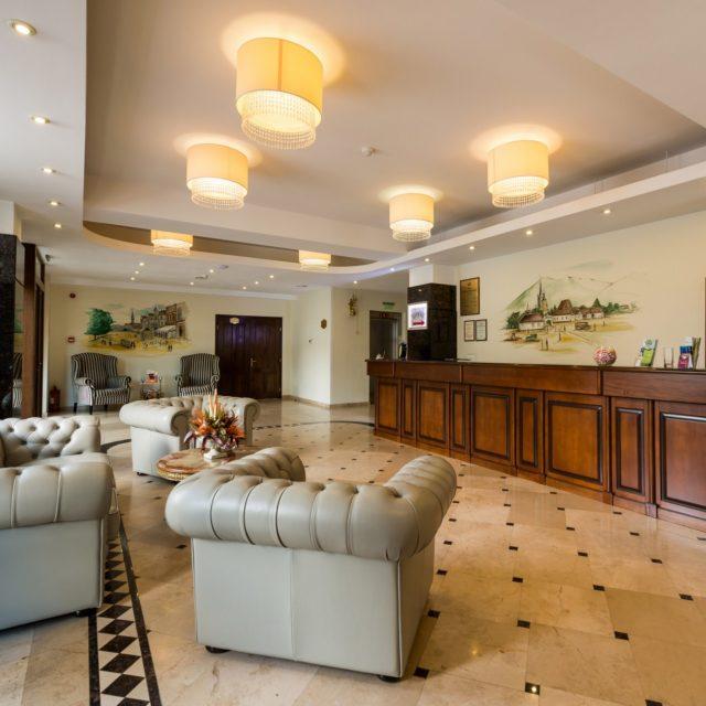 Recepţie - intrarea în sala de conferinţe - Hotel Coroana Brasovului