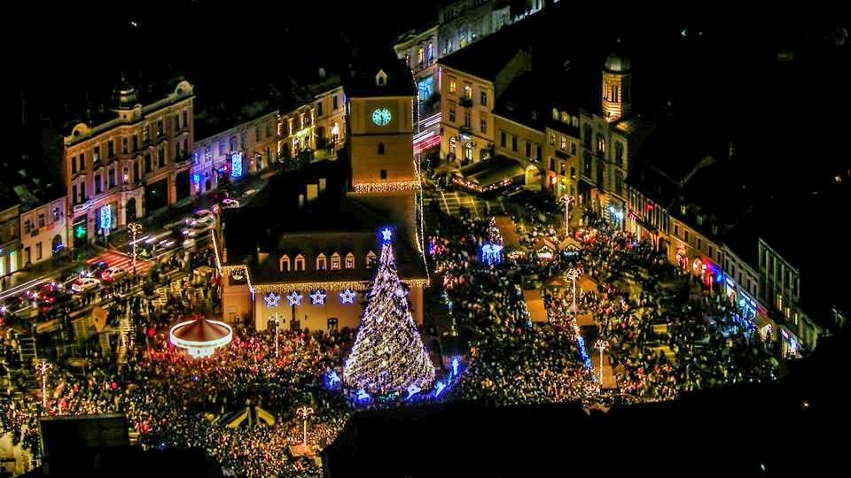 Piata Sfatului, Brasov. foto credit: Şerban Călin