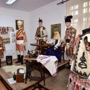 Ziua universală a IEI celebrează la Brașov tradițiile românești în inima naturii